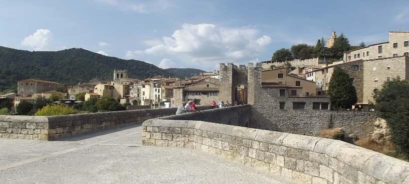 Bild von der Stadt Besalú