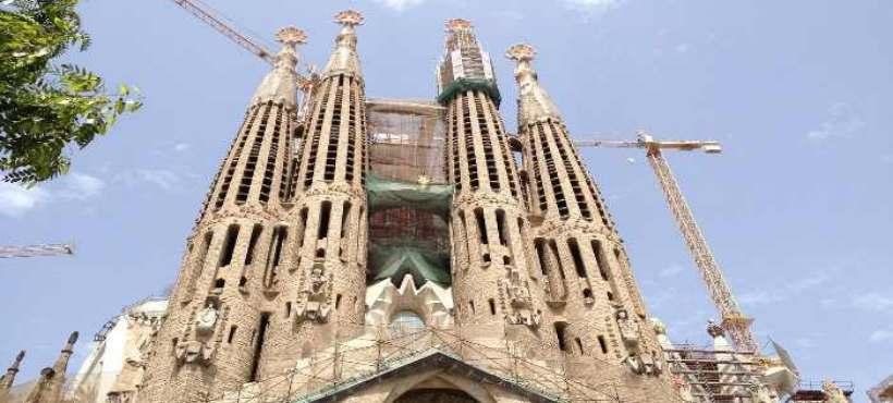 Außenansicht von der Kirche Sagrada Familia