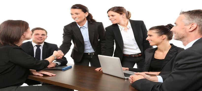 Business Meeting mit 6 Geschäftsleuten