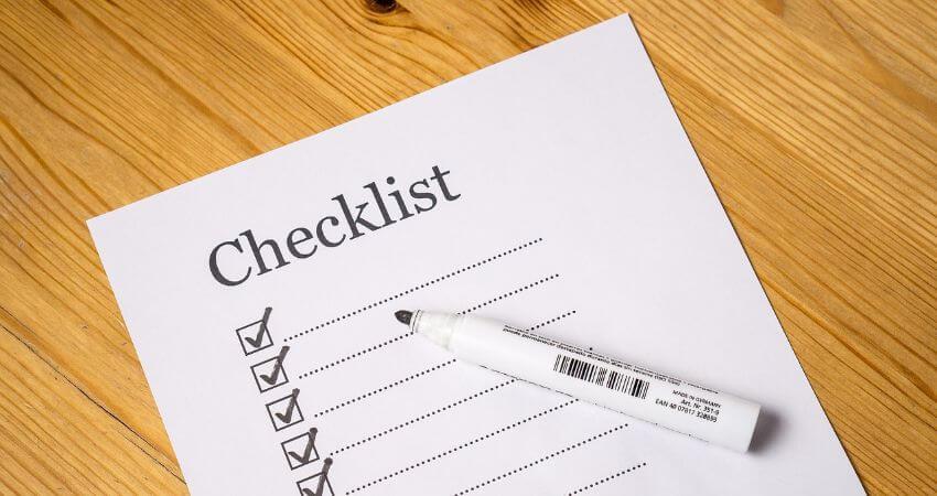 Eine Checkliste wo bereits ein paar Punkte abgehackt sind.